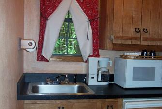 Cottage - Contact Bridget's Triple 'B' Cottages for relaxing accommodations in the country, 3 acres on Cedar Creek Lake for your enjoyment. Located in Mabank, Texas.